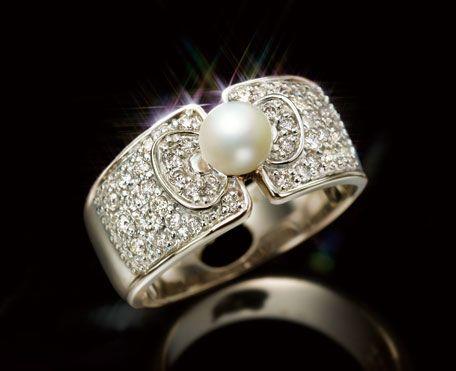 ハローキティ40th♪本真珠とダイヤモンドのプラチナリング | グッズ | ハローキティ40周年スペシャルサイト