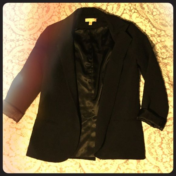 Silence and noise blazer from urban outfitters xs Black blazer from urban outfitters purchased this year. In fair condition from frequent wear. Chic blazer to add business to any outfit. Can be worn will sleeves rolled or unrolled. silence + noise Jackets & Coats Blazers