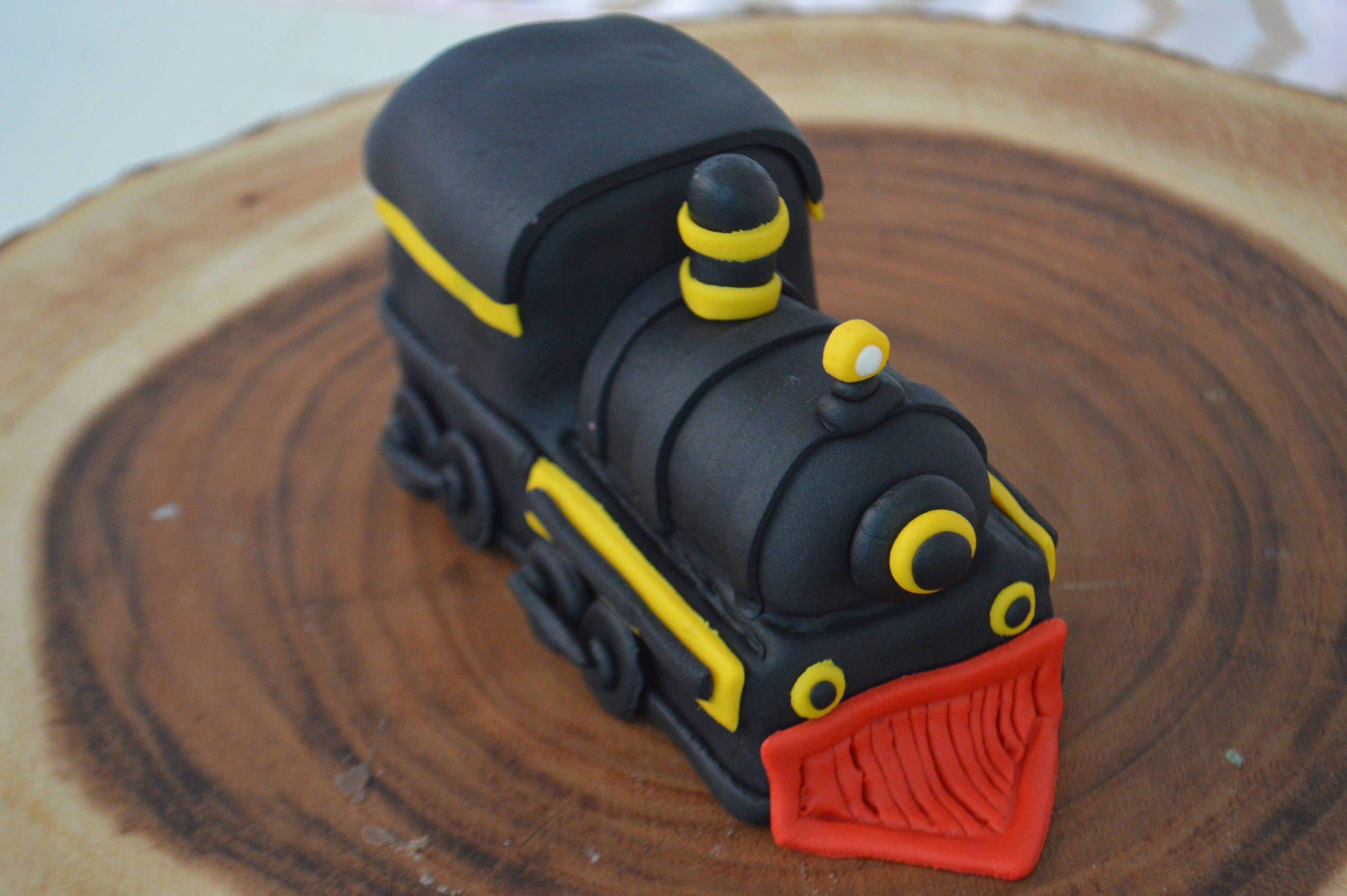 3d train cake topper 100 edible by thecakehusband on