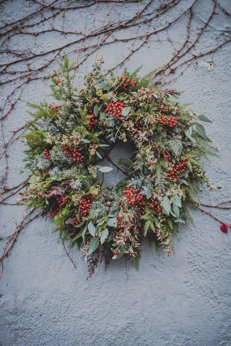 Romantic Ideas For Christmas Flower Arrangements Christmas Flower Arrangements Christmas Arrangements Christmas Flowers