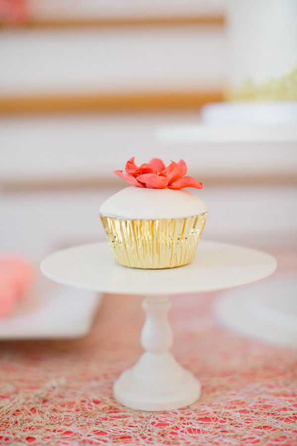Ruffled – photo by http://harwellphotography.com – http://ruffledblog.com/diy-gem-escort-card-holders/