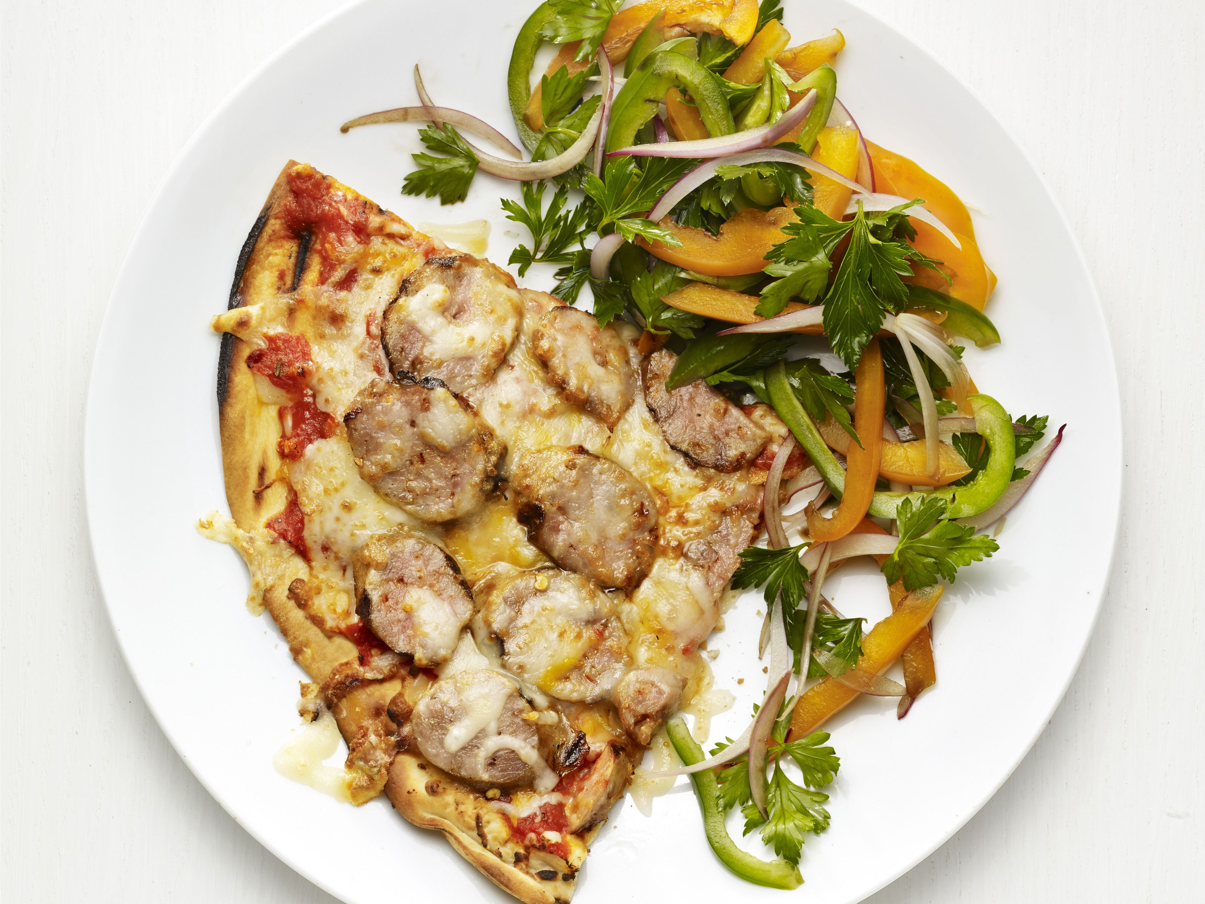 Grilled sausage pizza with bell pepper salad receta forumfinder Gallery
