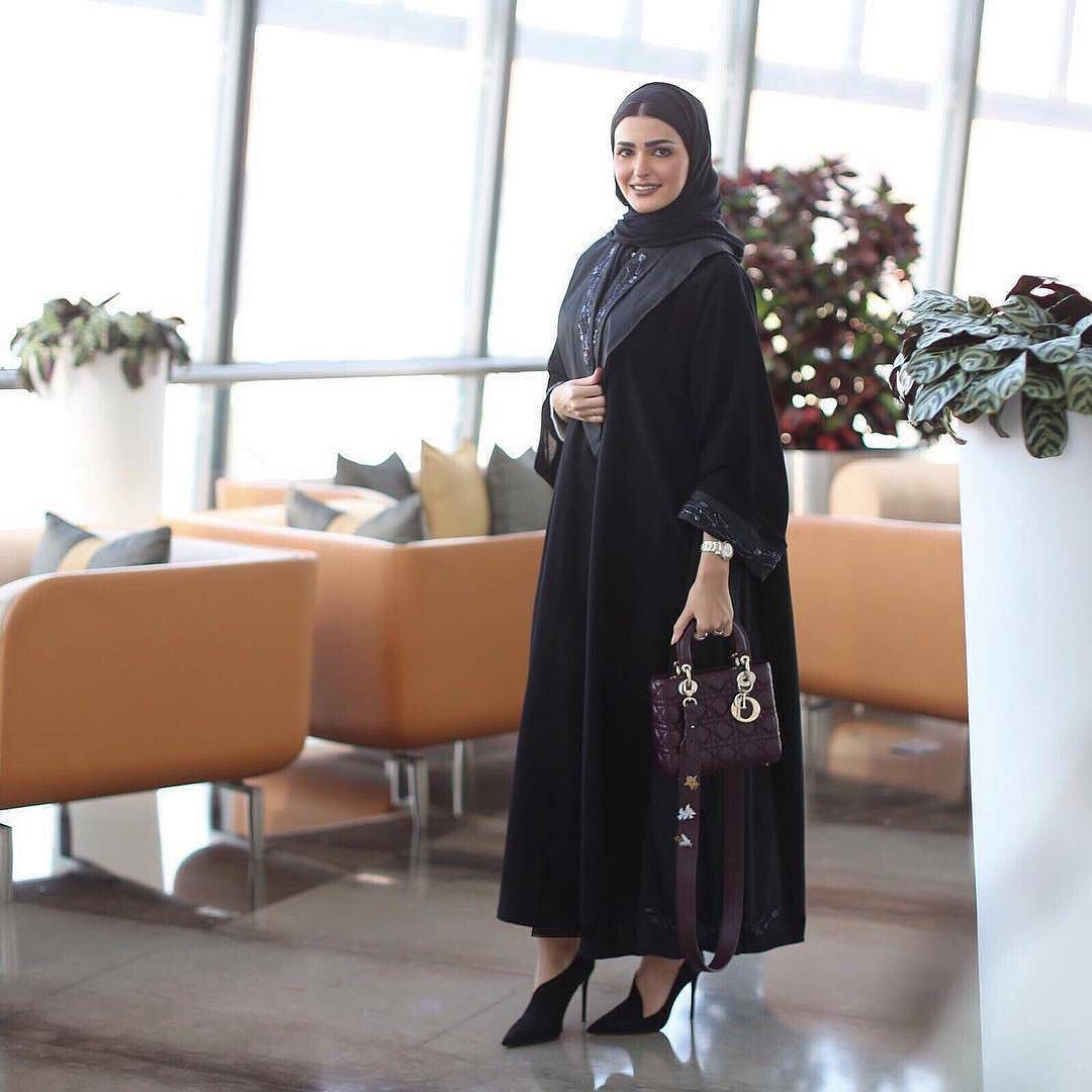 a157a7a3a Abaya by: @reemalghalaabayat Taken by: @ikalma_7 Heels: @zara Bag: @dior  #abayas #l4l #mydubai #عبايات