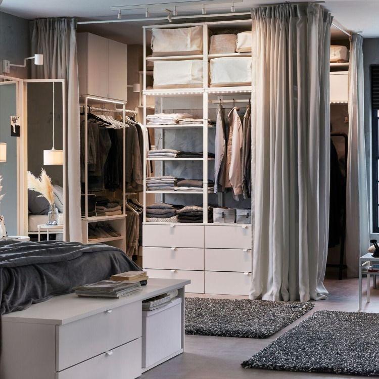 Une Petite Chambre Harmonieuse En 2020 Dressing De Reve Chambre A Coucher Rangement Ouvert