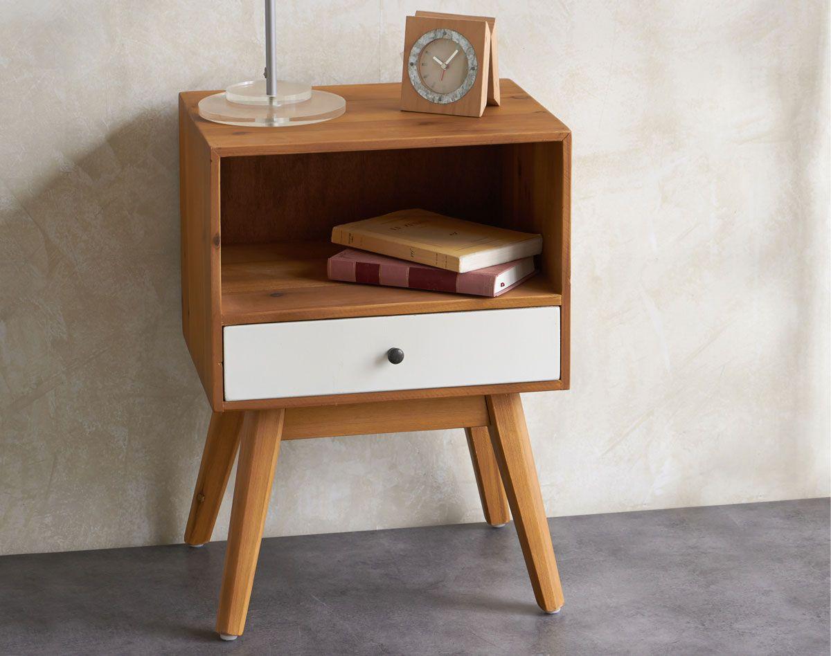 ce petit meuble chevet en mdf donne du style à la décoration de la