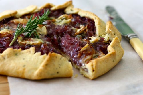 roasted red onion and gorgonzola galette via a foodie lives here...DELICIOUS.