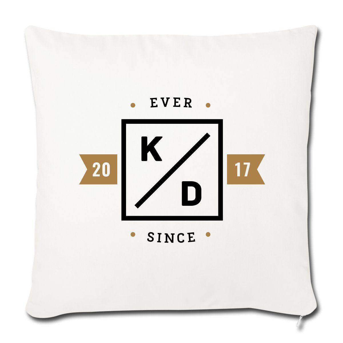 Das personalisierte *Ever Since* Kissen ist das perfekte Geschenk für die Hochzeit deiner Freunde. Mit den Initialen des Brautpaars ist es ein waschechtes Unikat.