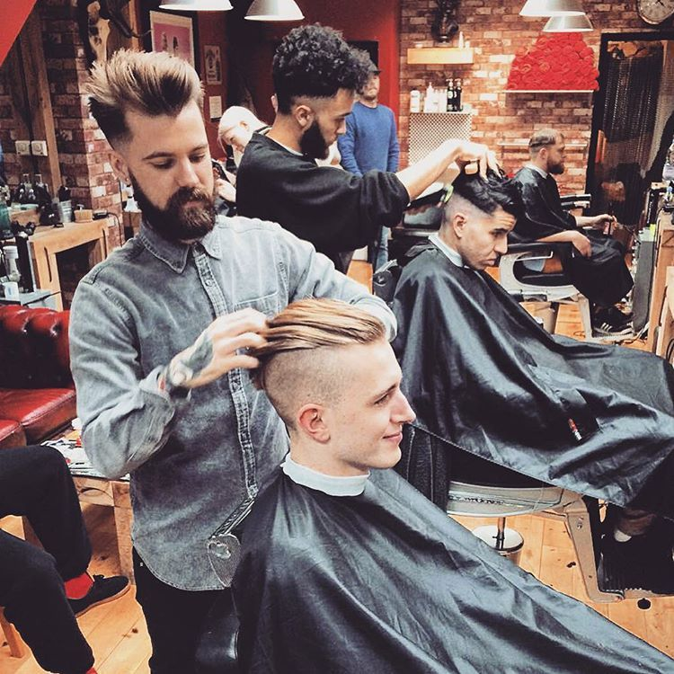 BUCKS LIFE #weekend #fade #photooftheday #hair #classic #beer #beardgang #instagood #vintage #barberlife #barber #hairstyle #haircut #barbershopconnect #model #men #beard #barbershop #menstyle #mensfashion #style #fashion #tattoo #menswear #music #boys #london #male #shoreditch #bucksbarbers ✂️ (at Bucks Barbers)