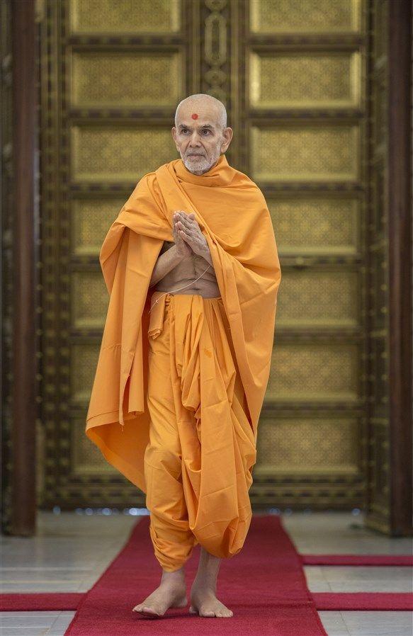 Happy New Year Mahant Swami 34
