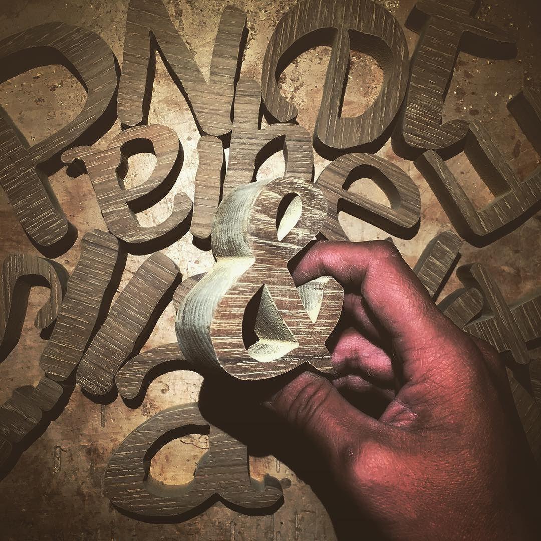 #看板用#切文字#久しぶりに扱う高級材#チーク#水に強い木  オーダーありがとうございます   バッチリやってますんでもう少しお待ちくださいませ .  #やっぱりチーク材って良いね #世界三大銘木 #木フェチ #こりゃたまらん #wood#woodwork#font de jun.murayama