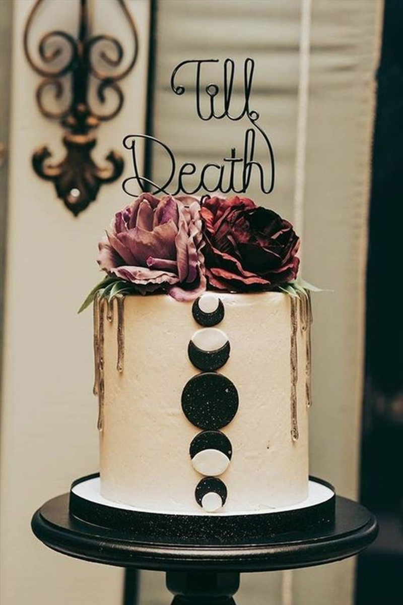 Top 11 Unique Halloween Wedding Ideas That Will Impressed All Your