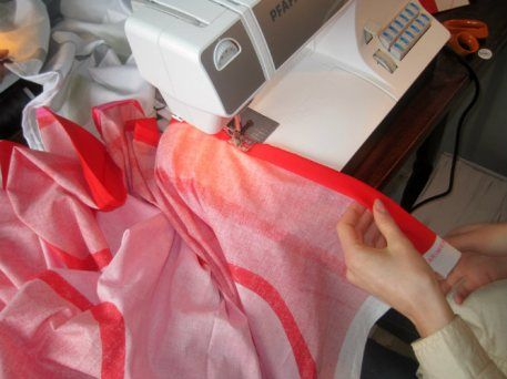 Sewing a table cloth of fabric made by  Marimekko