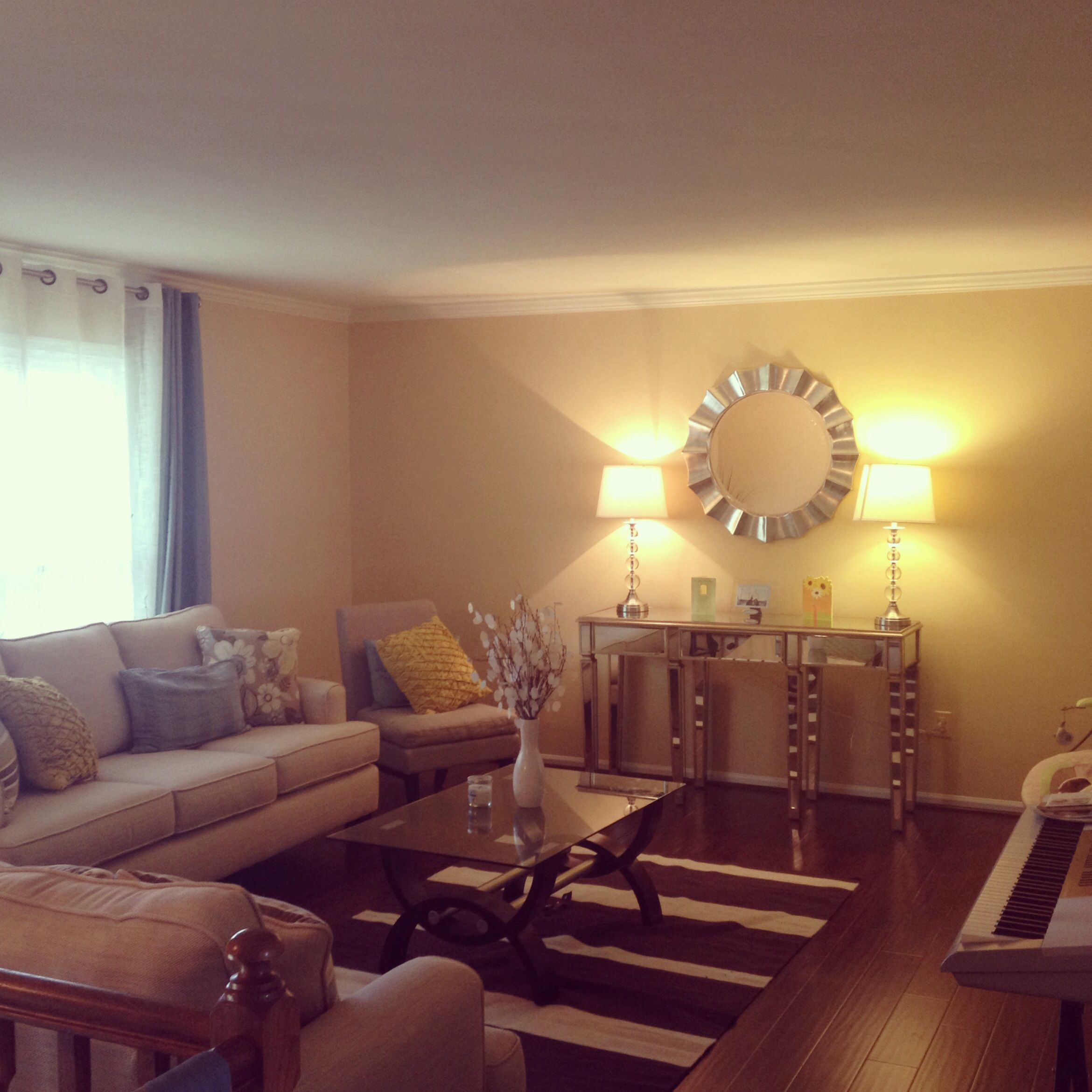Split level living room decoration ! I put the mirror furniture to ...
