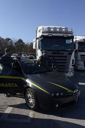 Trieste: traffico internazionale illecito di prodotti petroliferi 11 arresti