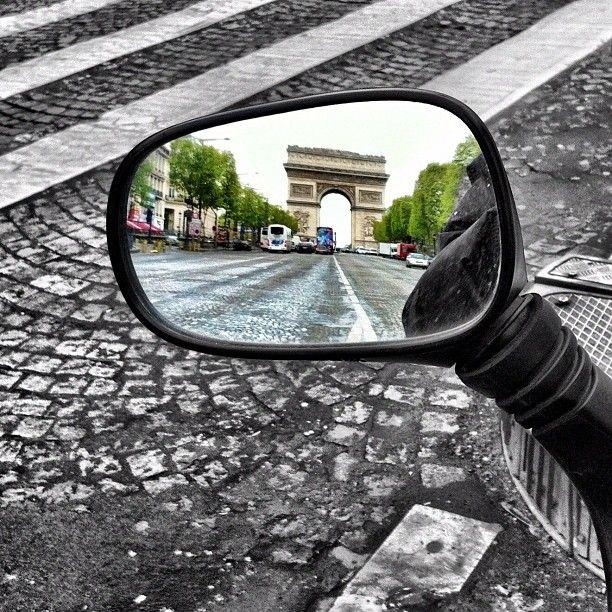 #paris #champselysees #arcdetriomphe #scooter #mirror - @stephpuchois- #webstagram