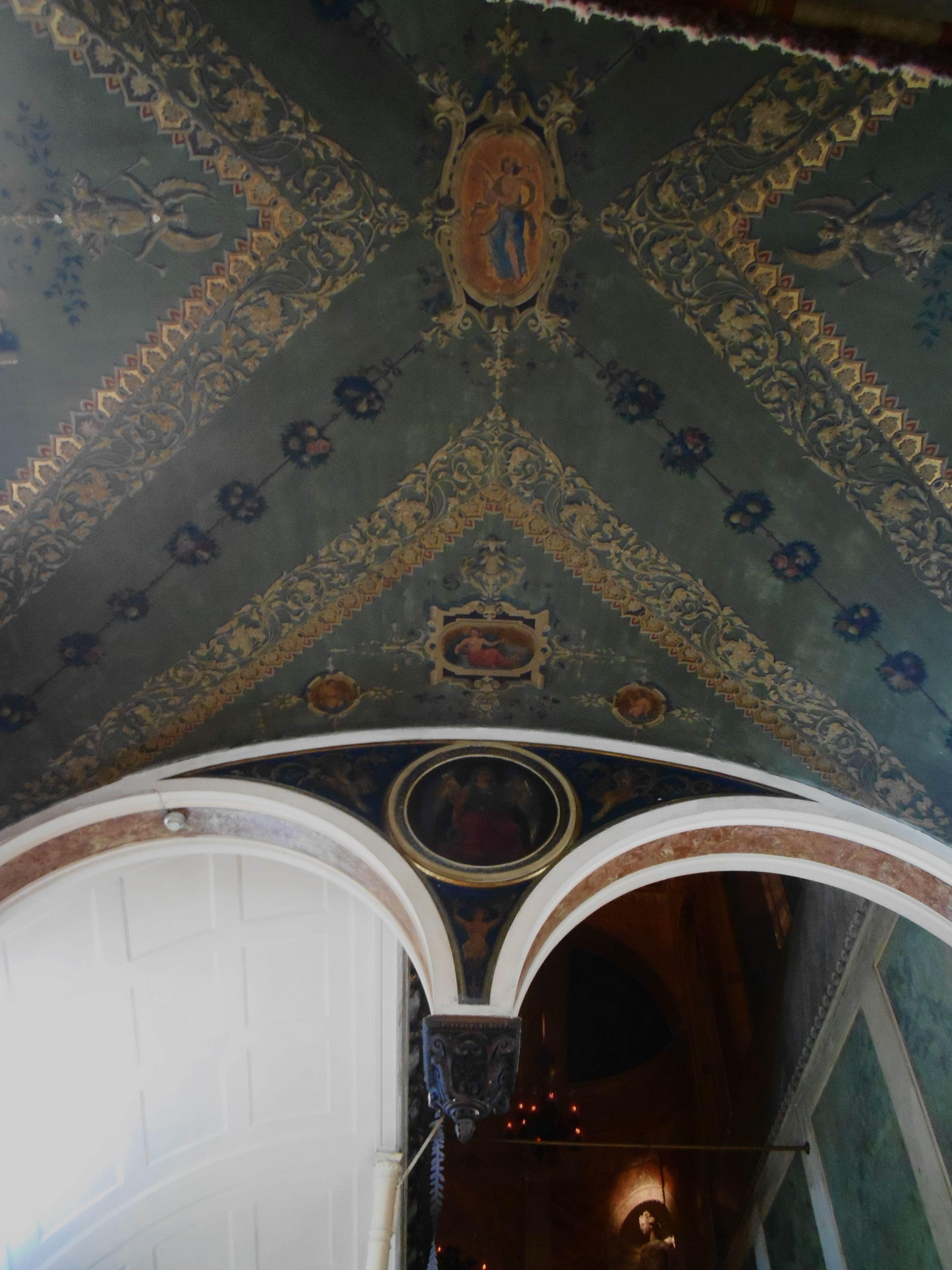 Palacio del Marques de Gaviria. Frescos del techo del vestíbulo.
