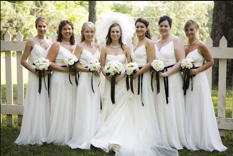 Who would consider an all white bridal party? I think this looks ...
