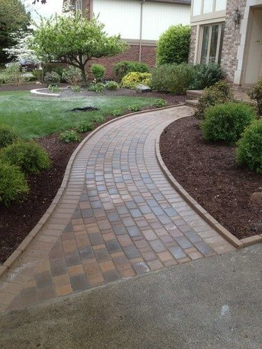 Curved Pathway To House Pathway Landscaping Sidewalk Landscaping Walkway Landscaping