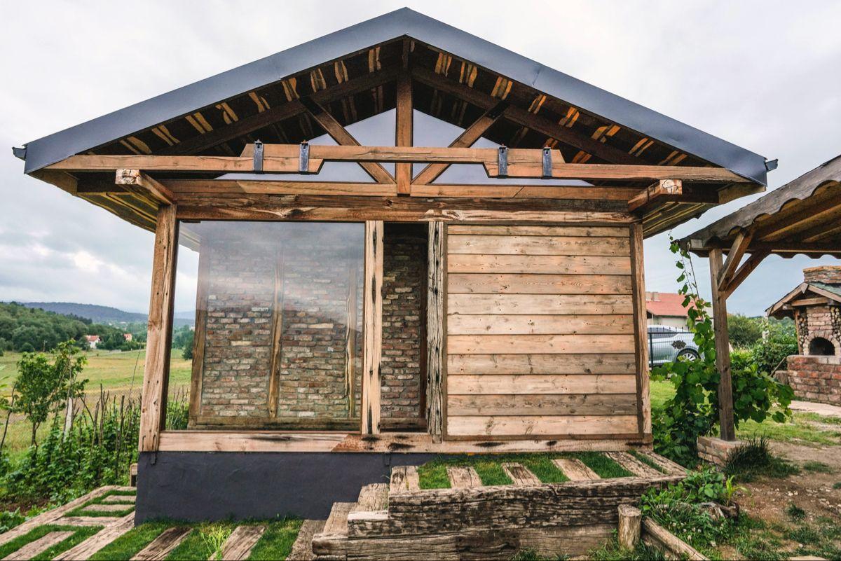 New construction of old wood and stones. #woodinfood #wooddesign #woodart