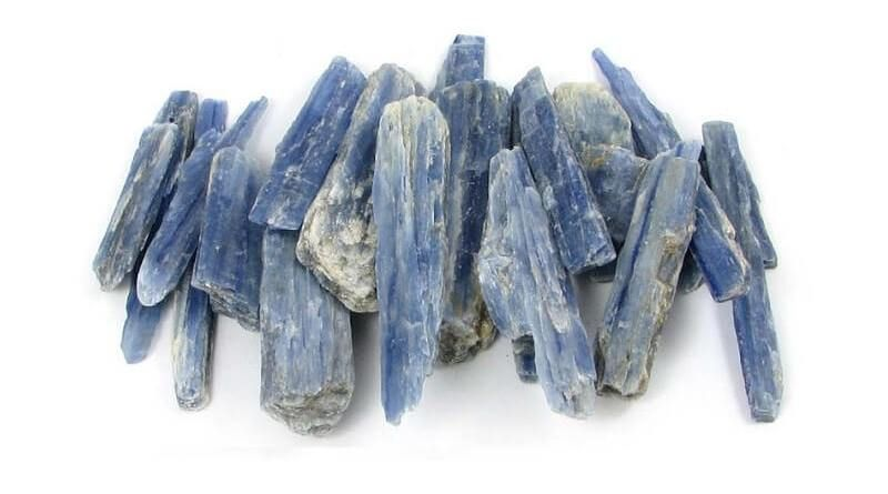 Kyanit Taşı (Kiyanit) Özellikleri ve Faydaları | Değerli Taşlar | Değerli  taşlar, Kimyasal formül, Çakralar