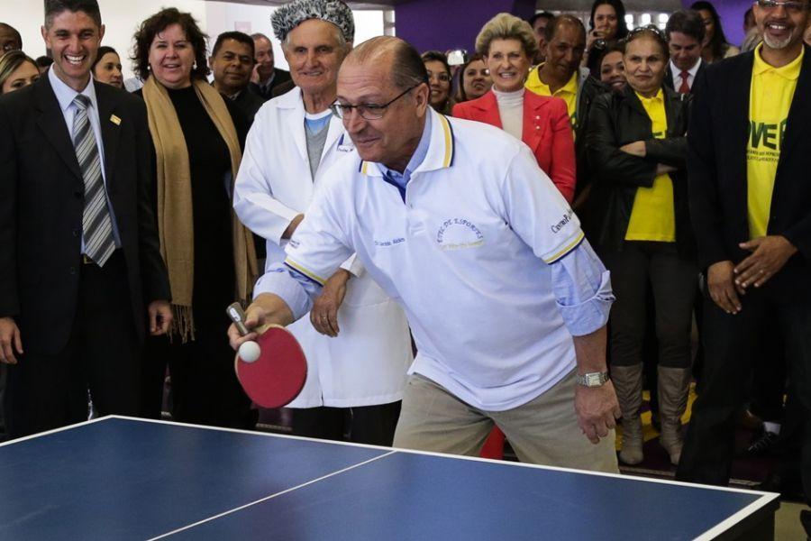 Alckmin se empenha em jogo de pingue-pongue / Rodrigo Gazzanel/Futura Press/Folhapress