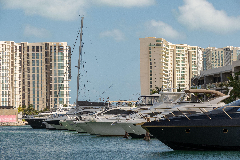 Ven y quédate en la Marina Muelle 7 Cancún, la más lujosa del caribe.