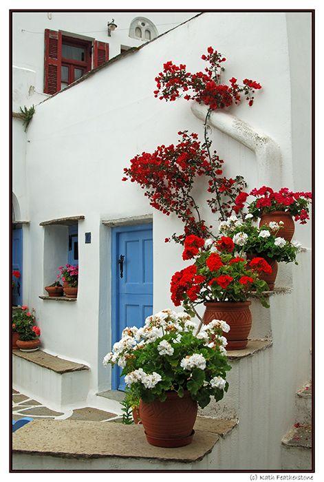 Love this entryway. Considering a blue door.