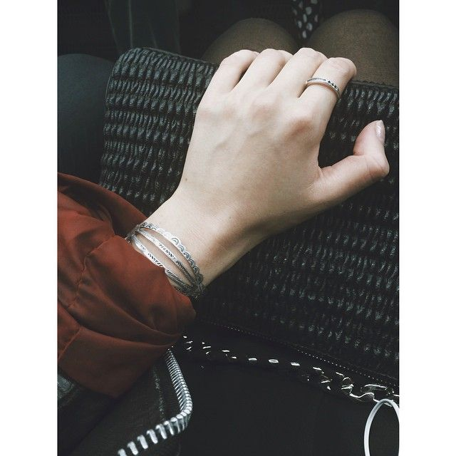 On my way to the opening of @galeriamarissa with my new @lunaaclothing bracelet
