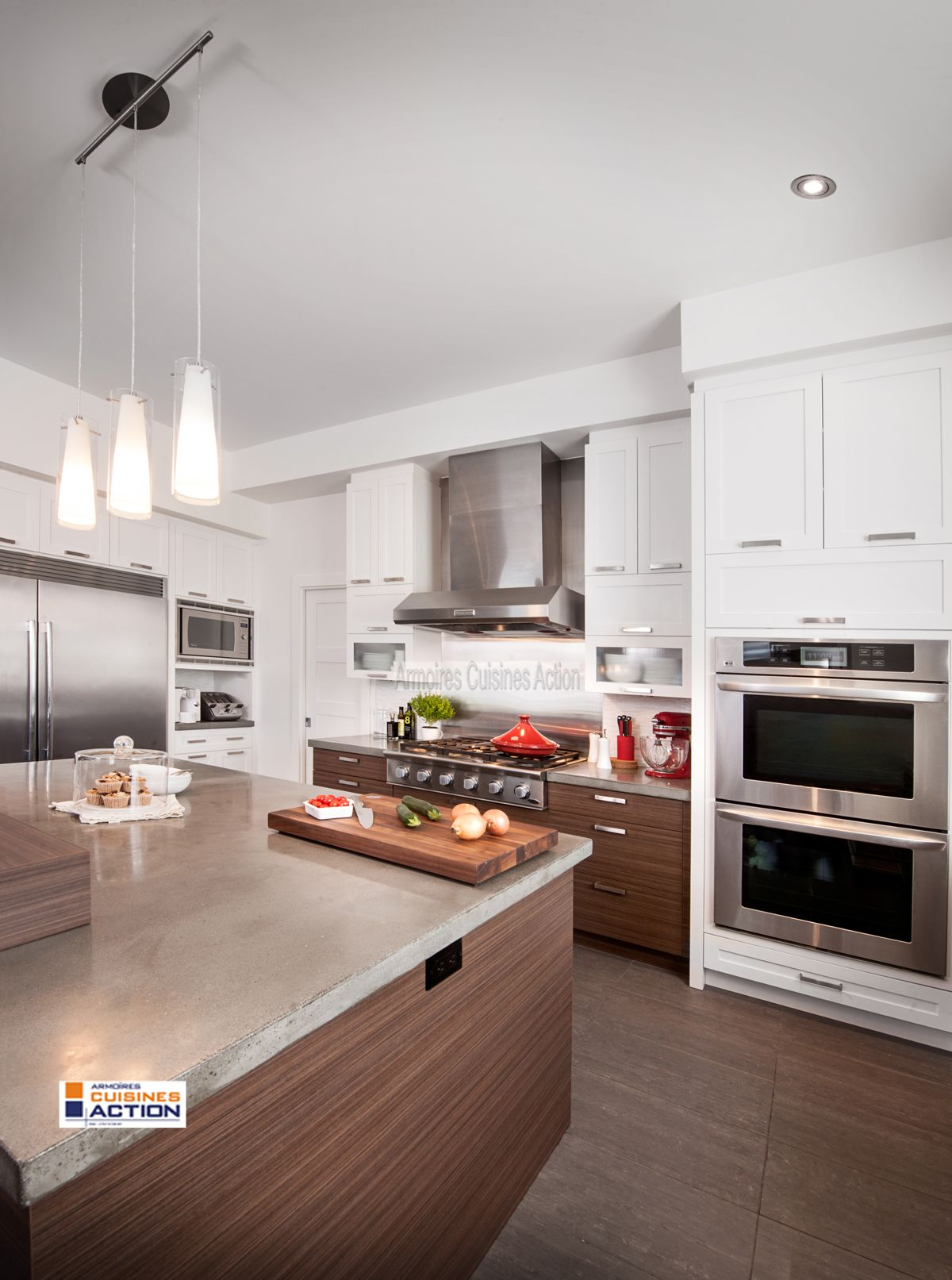 magnifique armoire en m lamine blanche id ale pour salle. Black Bedroom Furniture Sets. Home Design Ideas