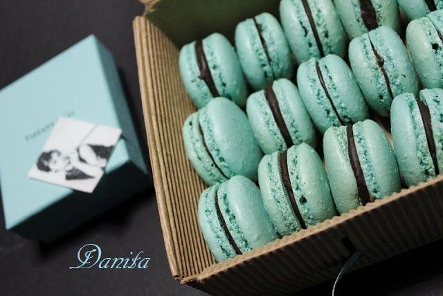 I miei macarons Tiffany...e le mode culinarie  http://leleccorniedidanita.blogspot.it/2013/01/i-miei-macarons-tiffanye-le-mode.html