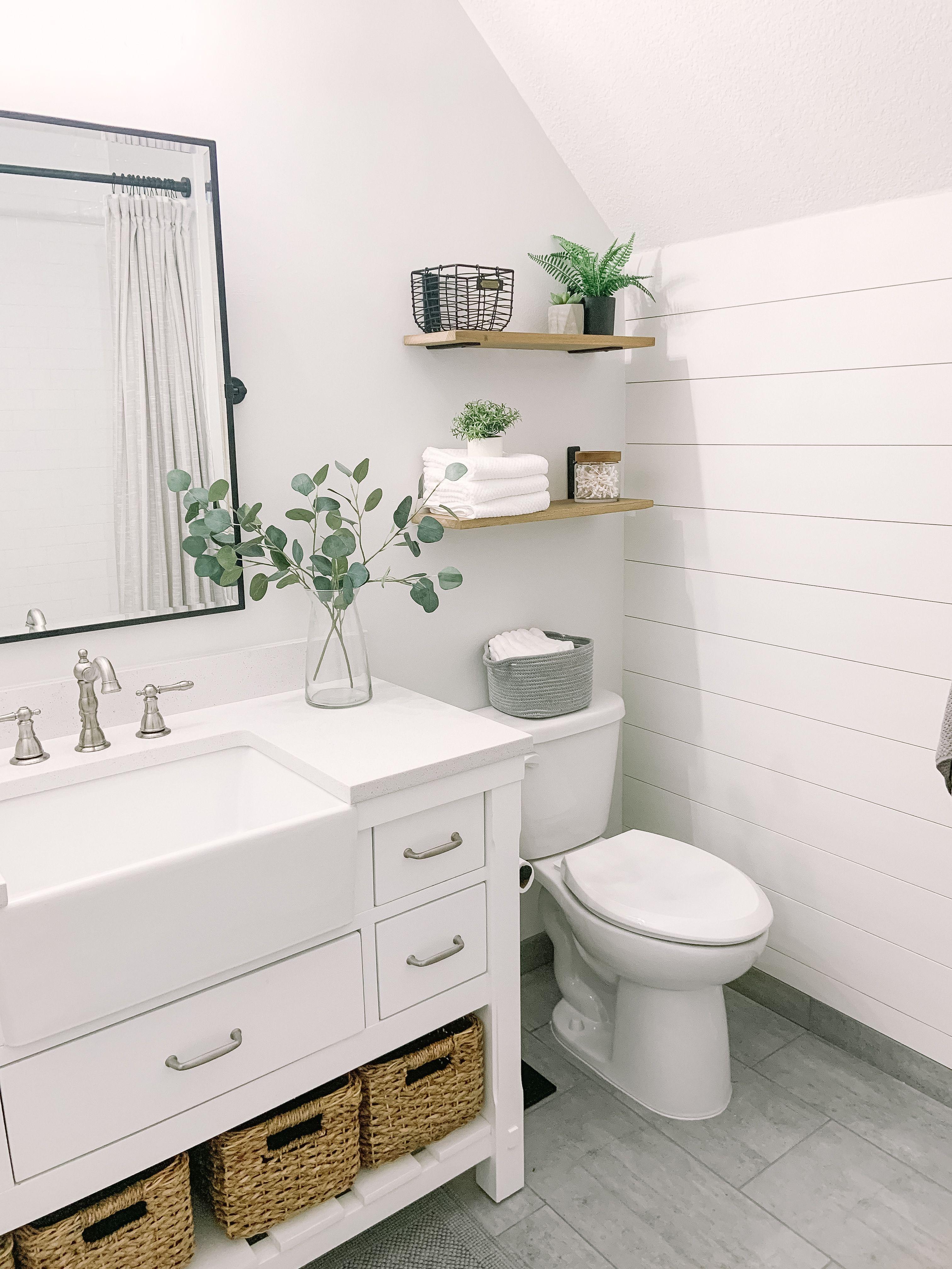 Guest Bathroom Remodel Bathroom Guest Remodel In 2020 Badezimmer Renovieren Dusche Umgestalten Und Badezimmer Design
