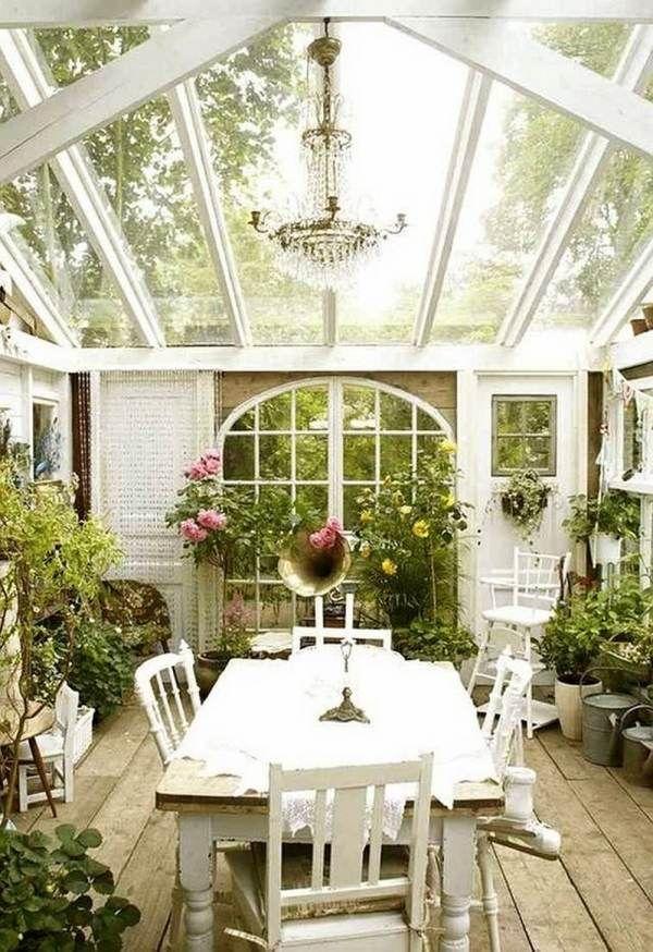 Glasdach Wintergarten Weiße Sitzgruppe-Vintage Design Holzbalken - tipps pflege pflanzen wintergarten