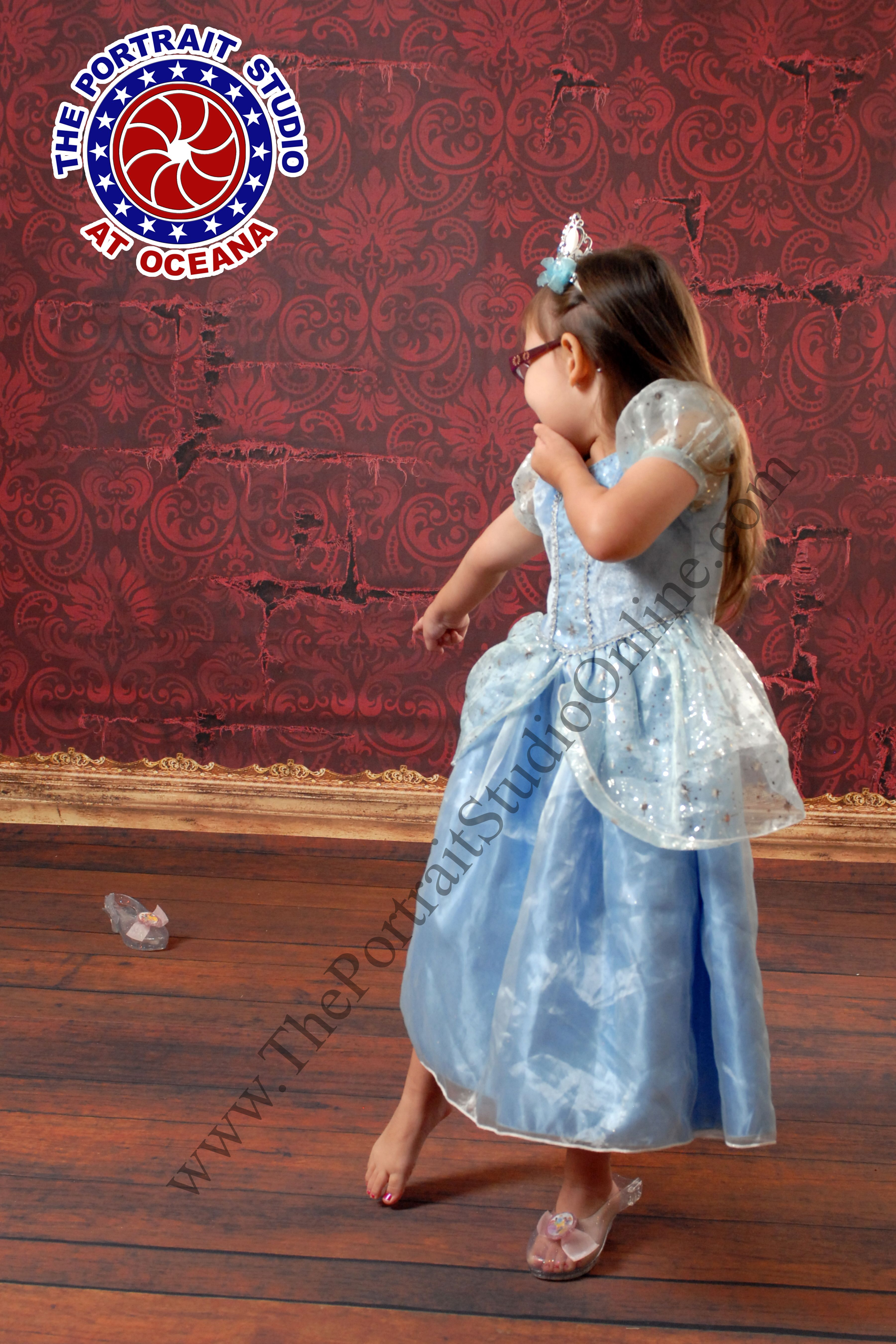 Little Cinderella Has Lost Her Shoe Oh No This Little Girl Dress Up For Halloween And