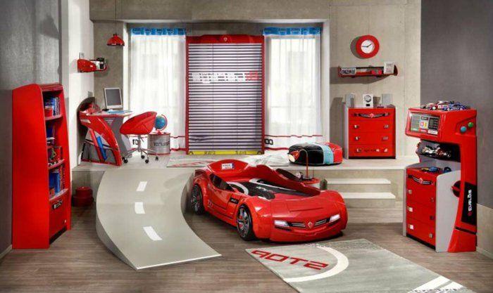 Kinderzimmer Einrichtung Ideen Für Jungen Autobahn Und Ein Rotes Auto  Anstelle Von Bett Rote Möbel