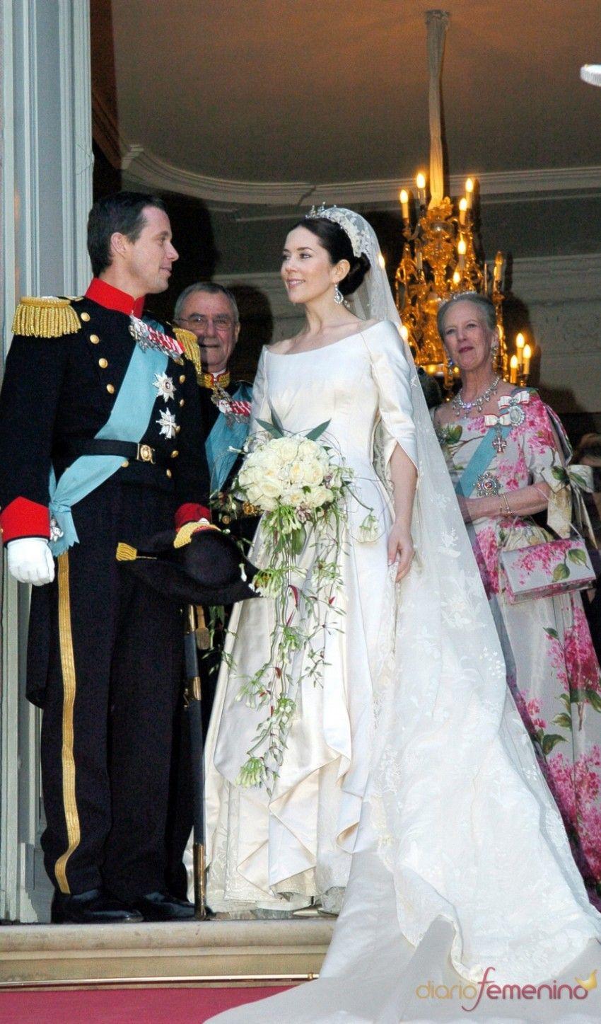 Pin By M Ferreira On Princess Mary Royal Wedding Dress Royal Brides Royal Weddings [ 1447 x 850 Pixel ]