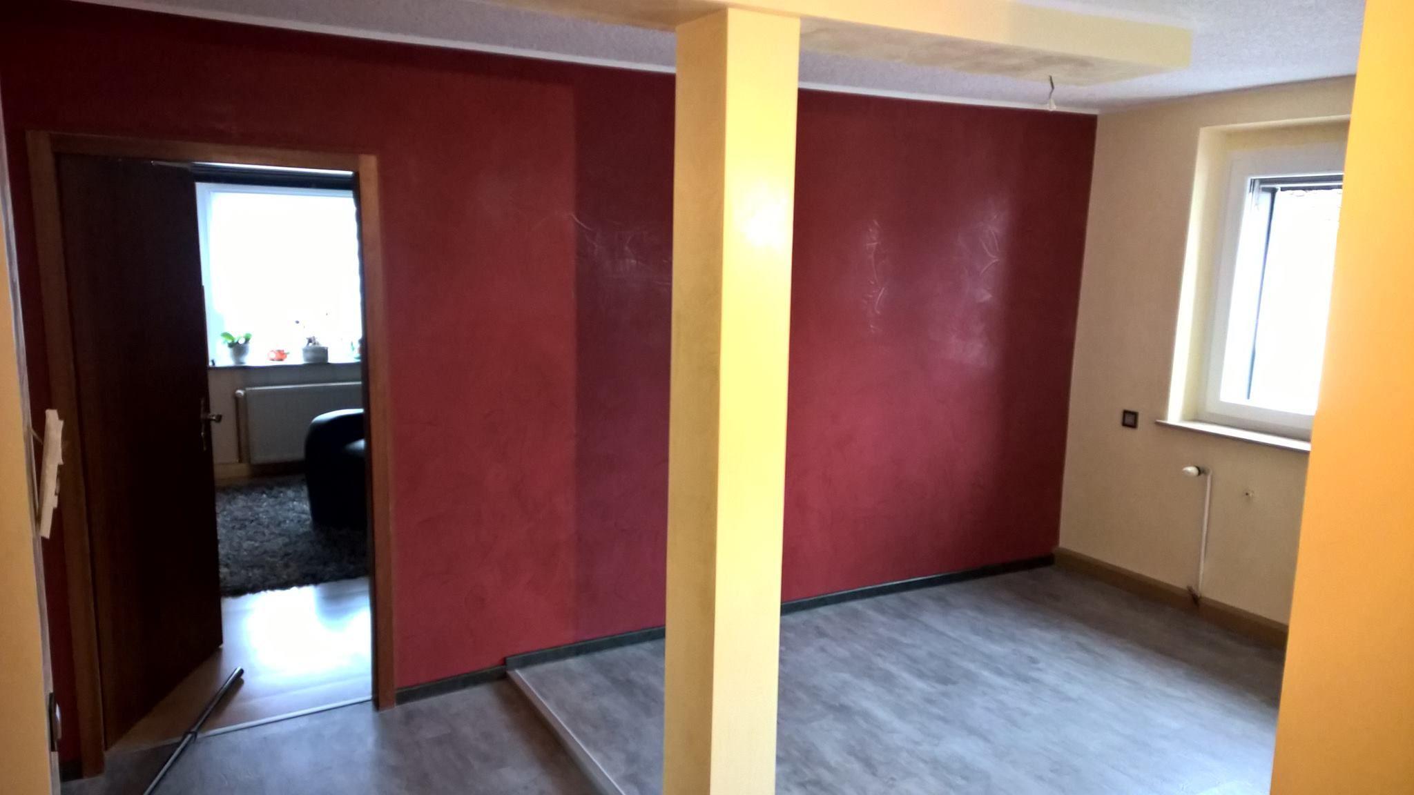 Esszimmergestaltung Mit Stucco Veneziano In Gelb. Akzentuiert Mit Einer  Akzentfläche In Kräftigem Rot