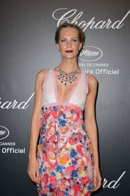 chopardredcarpet:  British Model Poppy Delevingne wore a sapphire necklace (100 carats) with white diamonds (44 carats) to shine at our Gold Night