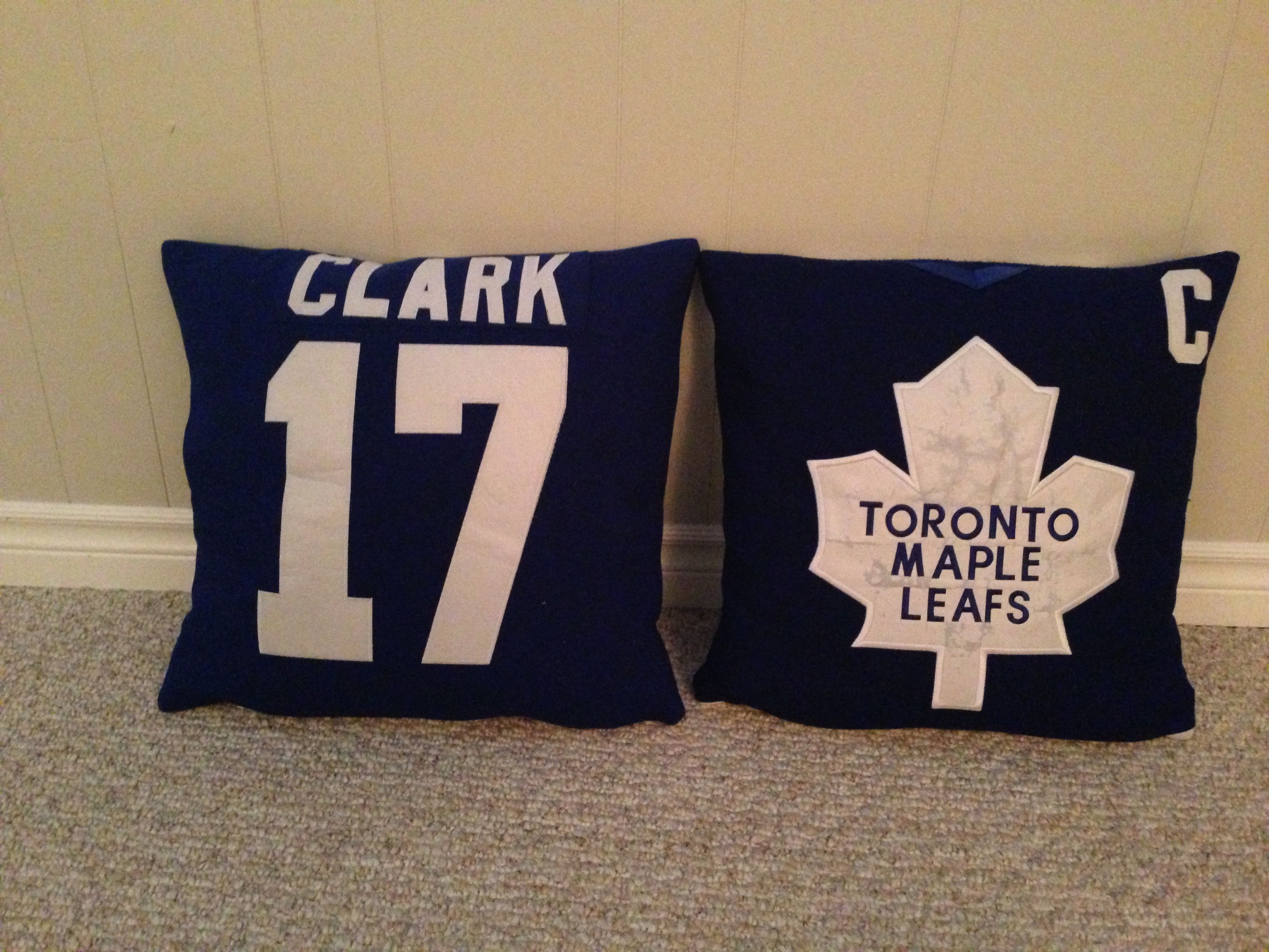 Man Cave Pillows : Turn old hockey jerseys into throw pillows prefect for a man