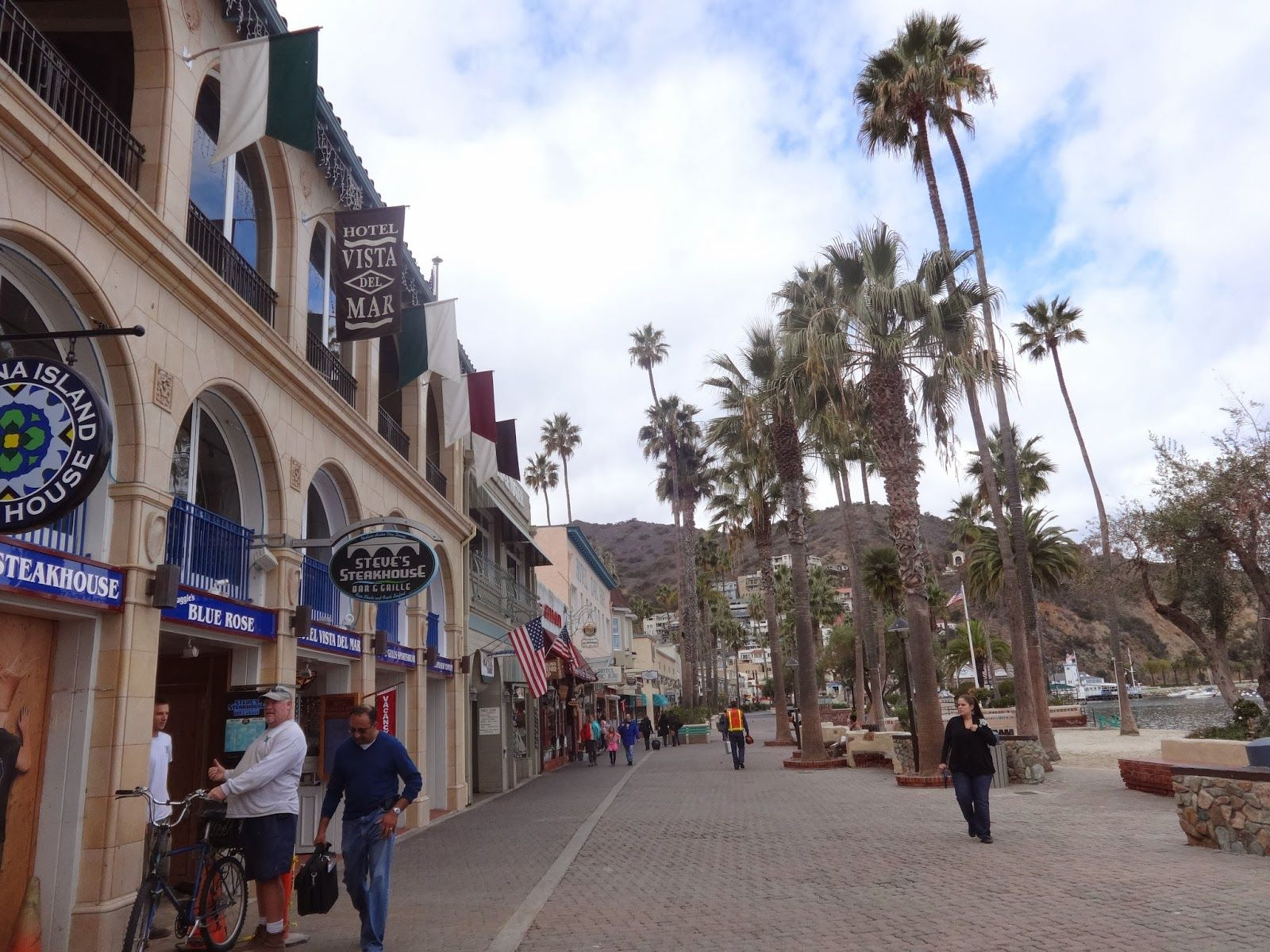 Downtown Avalon Lots Of Little Boutiques Restaurants Santa Catalina Island