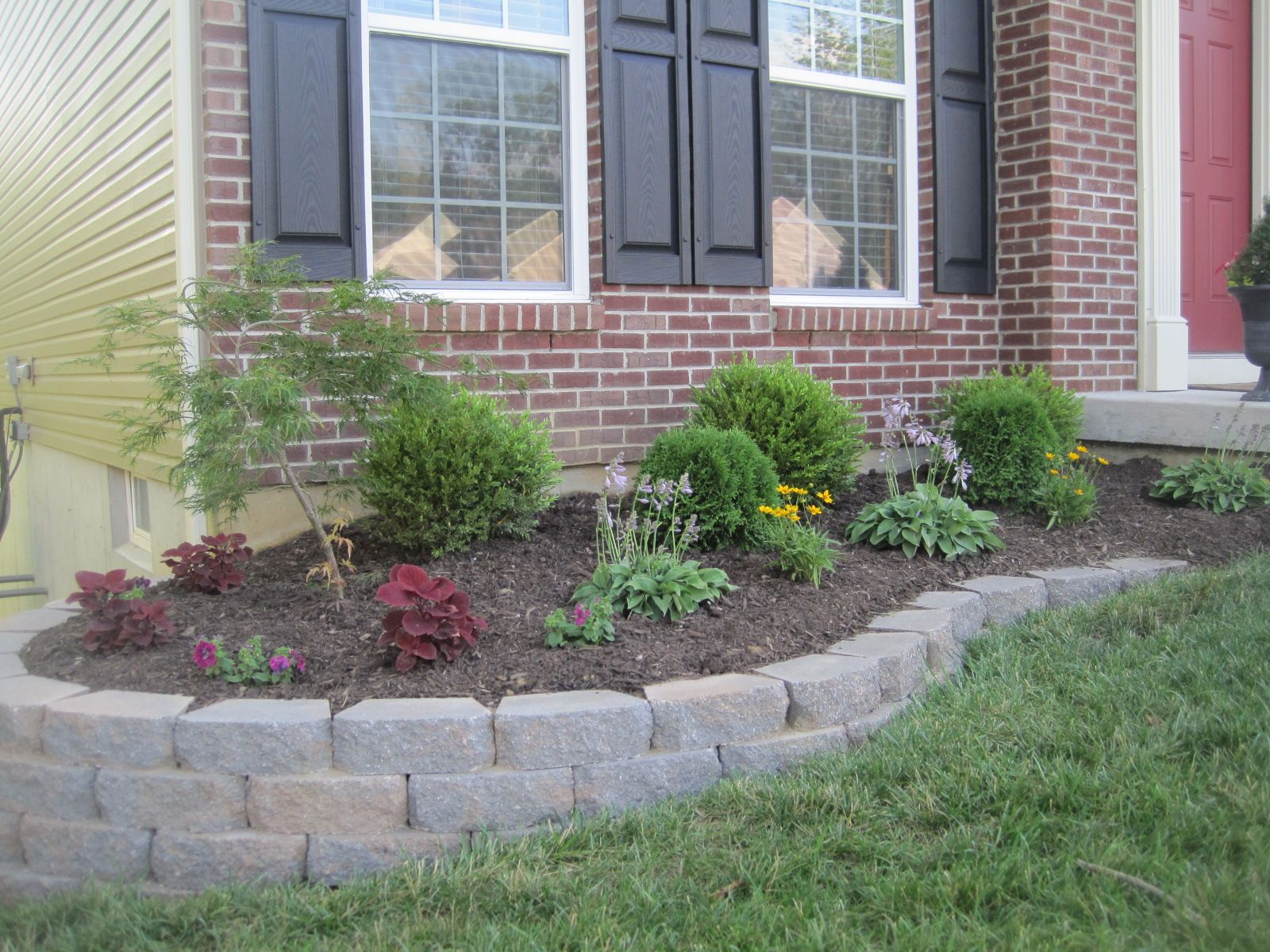 Corner of the house retaining wall | Front Exterior | Pinterest ...