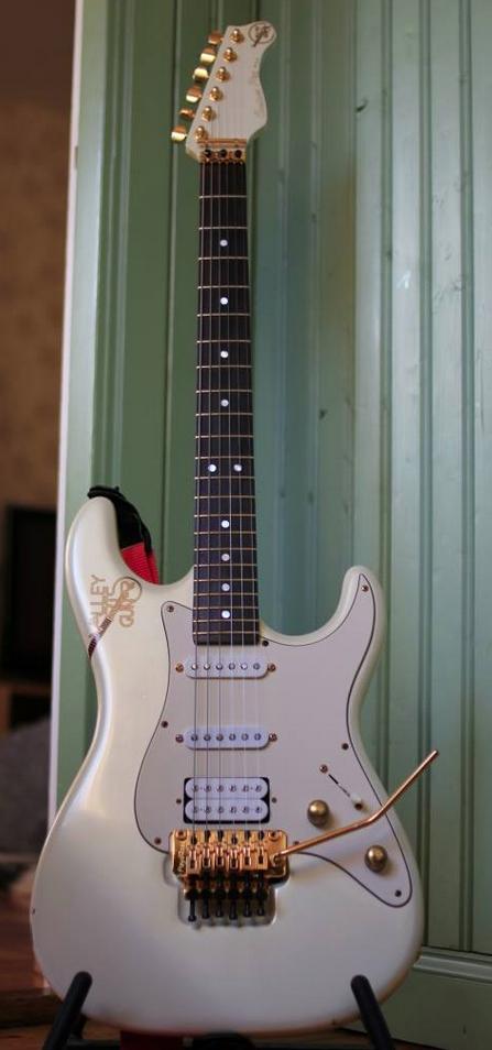 valley arts guitars valley arts guitars guitar guitar accessories fender guitars. Black Bedroom Furniture Sets. Home Design Ideas