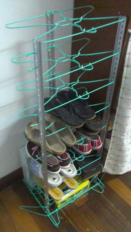 Shoe rack made with metal wire hangers and zip ties   Kleiderbügel ...