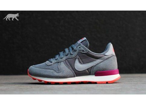 more photos 310d7 14568 Nike wmns Internationalist (cool grey   wolf grey - bright magenta - turf)