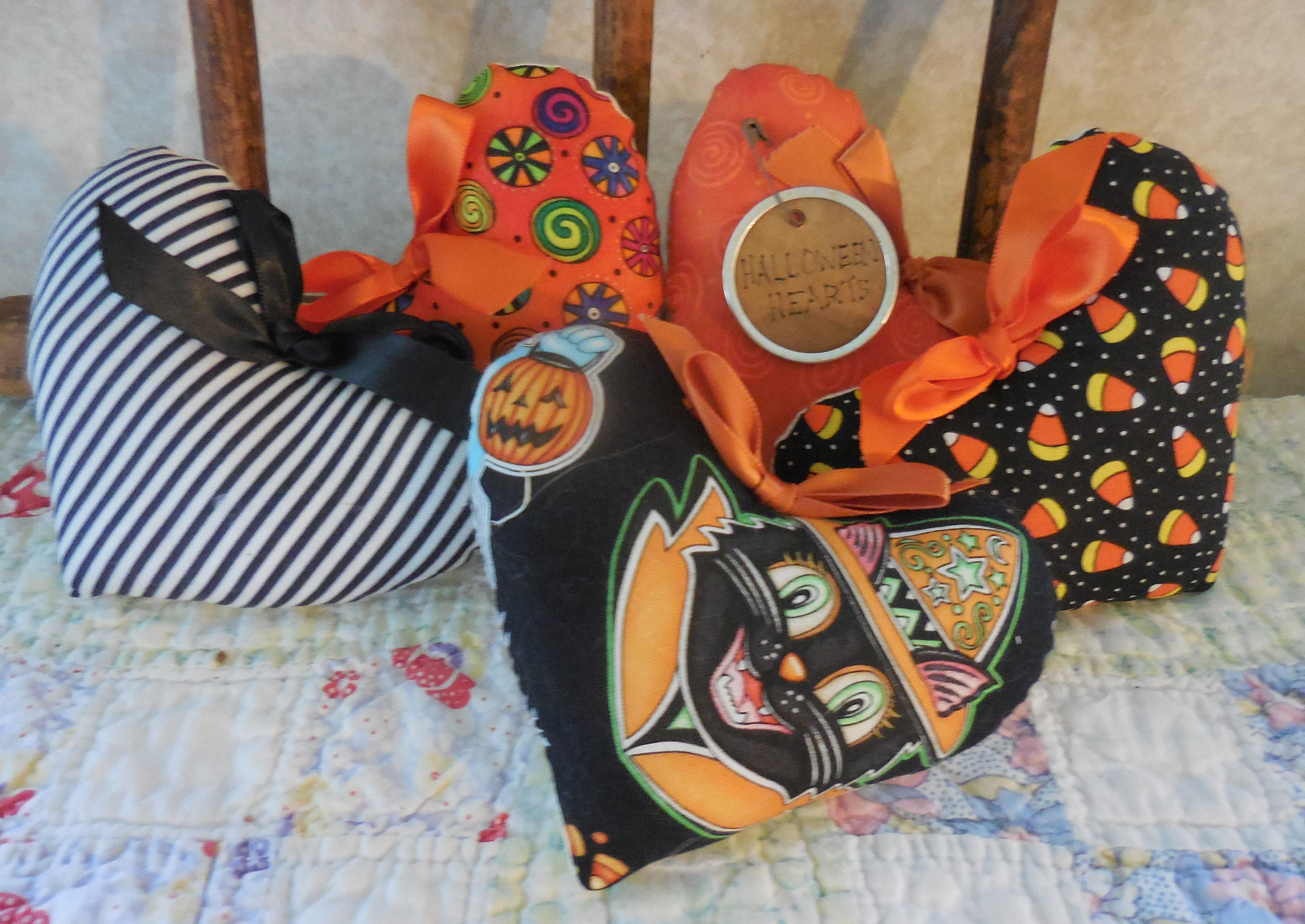 Primitive Halloween Prim Bowl Fillers Orange Black Heart Tucks - Primitive Halloween Decor