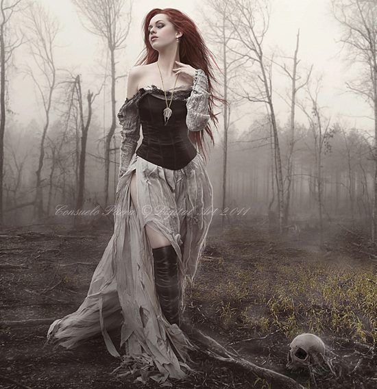 woman forest model Gothic dress | Photo shoot outfit ideas ...
