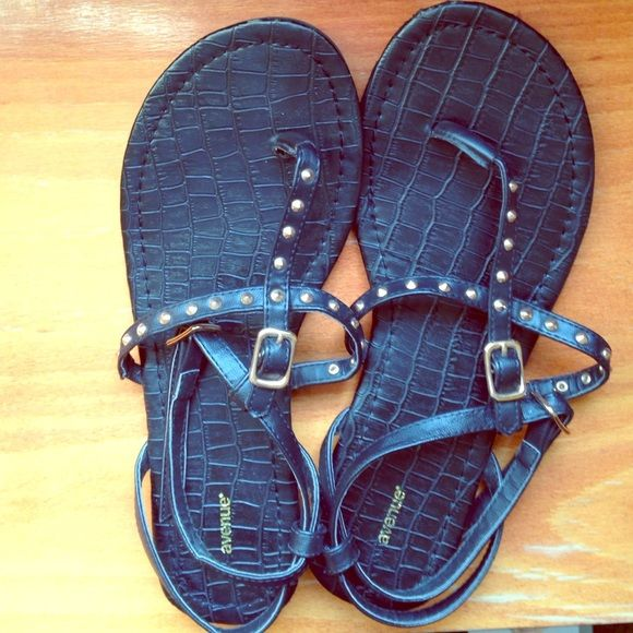 Avenue Sandals 8W Black Avenue Sandals. Size 8W. Very gently used! Shoes Sandals