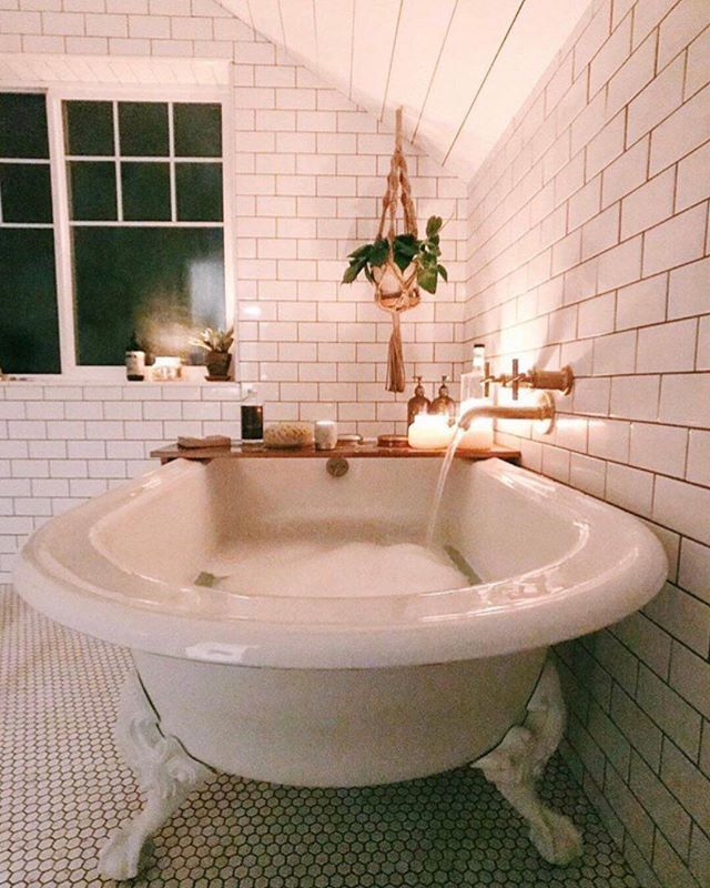 16 Soothing Spas And Saunas: Friday Night #tubclub C/o @saraparsons