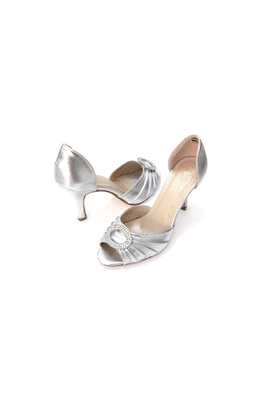 Flapper style medium heel shoes