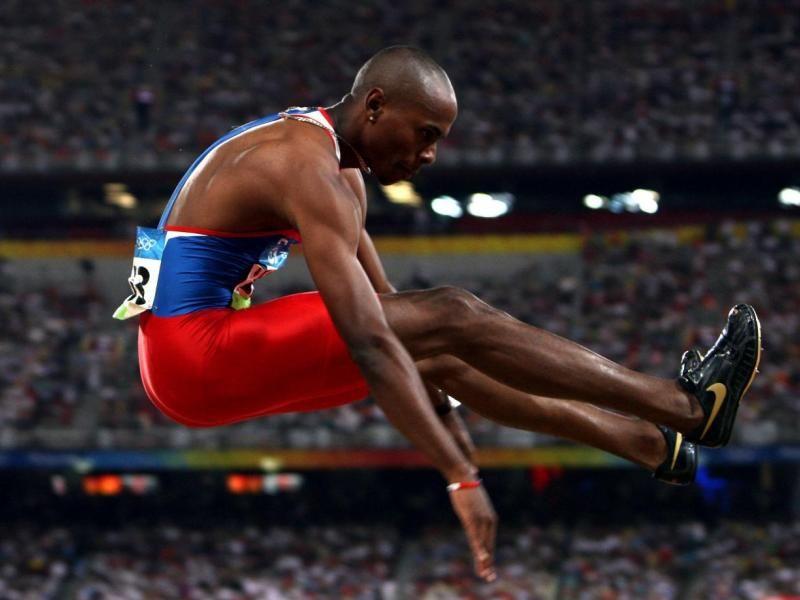 Irving y el salto que le dio medalla de oro en Olimpiadas de Beijing 2005. Ante su retiro, Saladino permanecerá como Embajador Deportivo de Panamá.