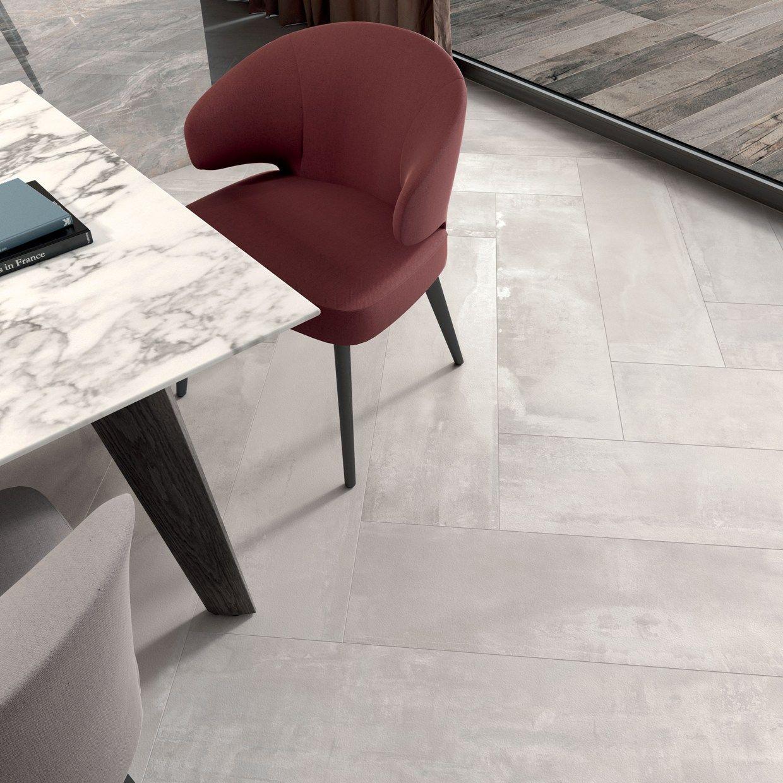 Elegante e contemporaneo il pavimento interno 9 colore pearl di nel formato 30 x 120 cm posato a spina di pesce outdoor collezione dolphin grey aged ceramic tiles floor gres porcellanato dailygadgetfo Choice Image